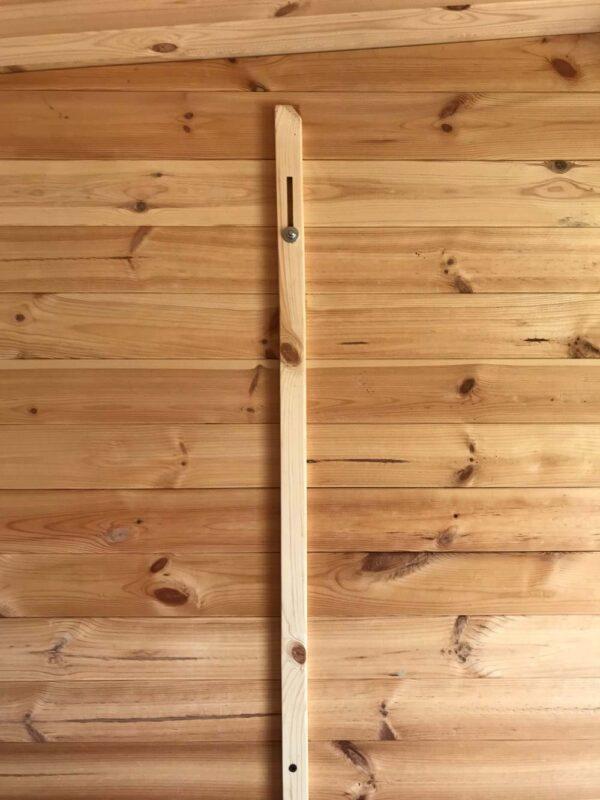 casetta in legno marche particolare interno