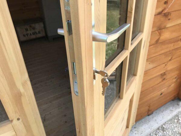 Porta per casetta in legno marche