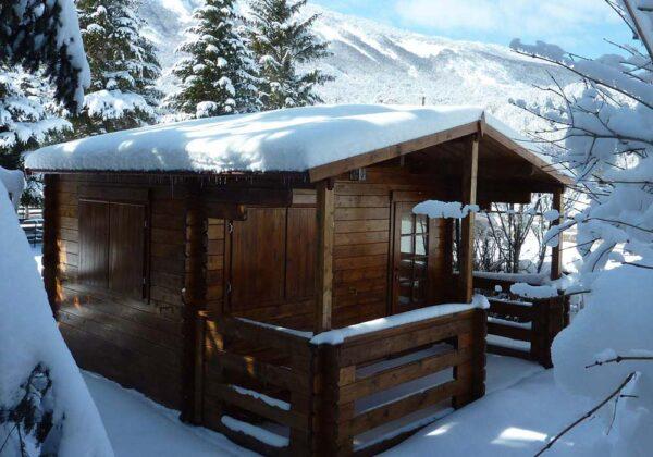 Casetta in legno Milano con neve