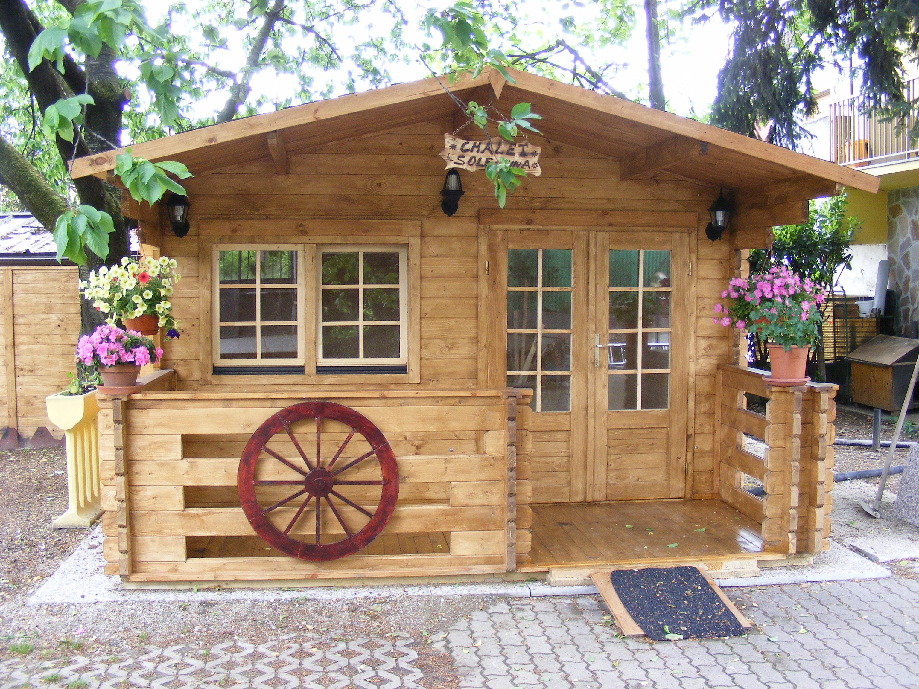 Casetta in legno mod milano 4 3 for Foto di case in legno