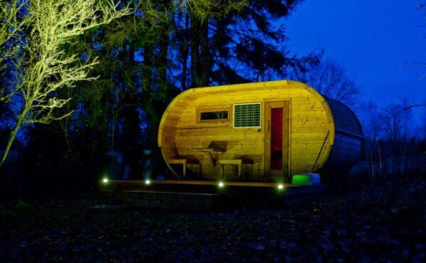 Sauna da esterno con illuminazione